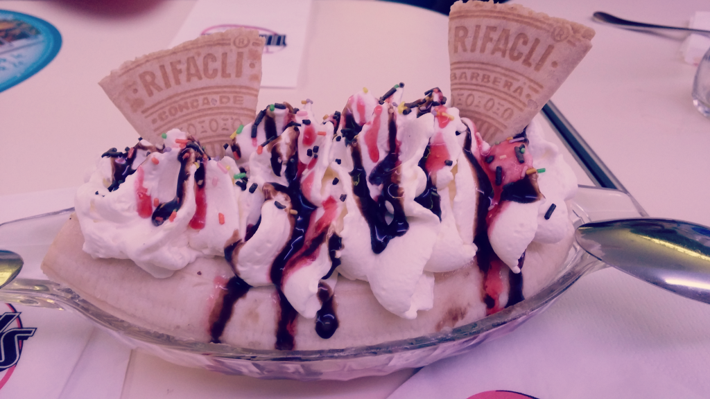 banana-split-tommy-mels-mas-que-hermanas